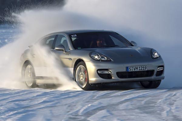 Дрифт на льду на Porsche Panamera