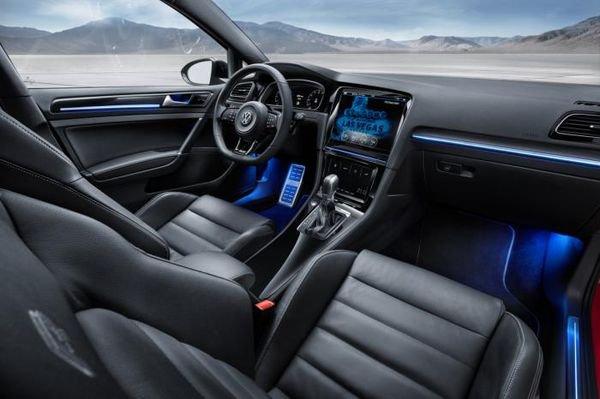 volkswagen-golf-r-touch_interior
