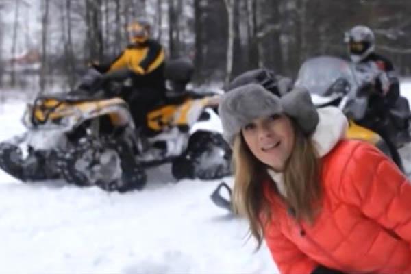 Снегоход против квадроцикла на гусеницах