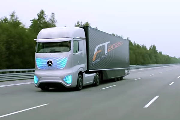 Самоходный грузовик от Mercedes-Benz