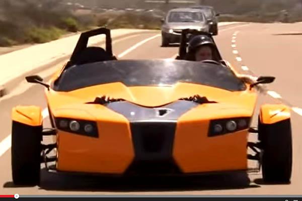 Трехколесный гоночный электромобиль