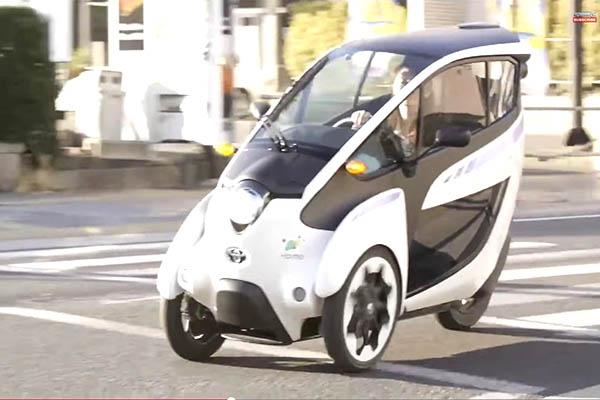 Трехколесный электромобиль Toyota i-Road 2015
