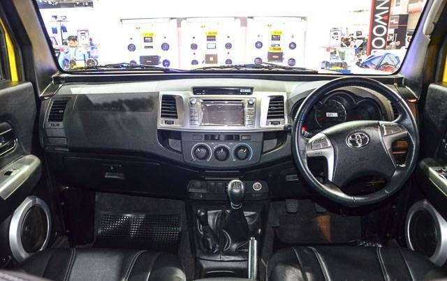 TR Transformer Max_int /- wp:paragraph --> <p>Transformer с разумно продуманными габаритами 4901 × 1787 × 1888 мм и колёсной базой в 3085 мм базируется на платформе Toyota Hilux с кузовом совершениито средним между Land Rover Defender и HummerH3.</p> <!-- /wp:paragraph -->  <!-- wp:paragraph --> <p>Интерьер включает приборную панель, перенесённую с Hilux, которая наследует оптитронные приборы, руль от Toyota, сенсорный навигационный экран и развлекательную систему с функциями связи, подобными USB, AUX-IN, но со всех сторон отделанные специально созданными панелями. Задние места/3я сиденьями. Второй ряд также может полностью складываться для дополнительного грузового пространства.</p> <!-- /wp:paragraph -->  <!-- wp:image --> <figure class=