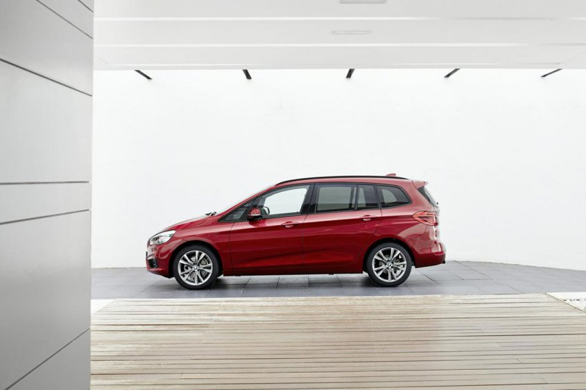 BMW 2-Series Gran Tourer сбоку