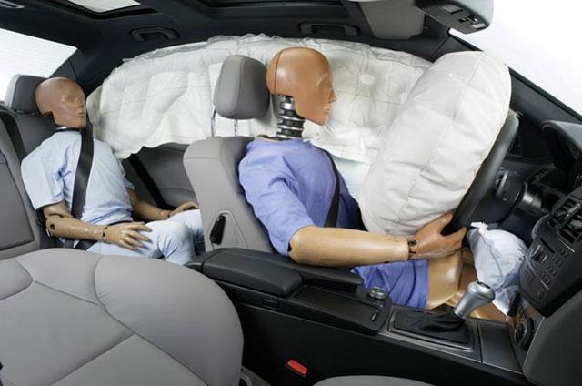 Система Pre-Safe от Mersedes-Benz защитит уши при ДТП