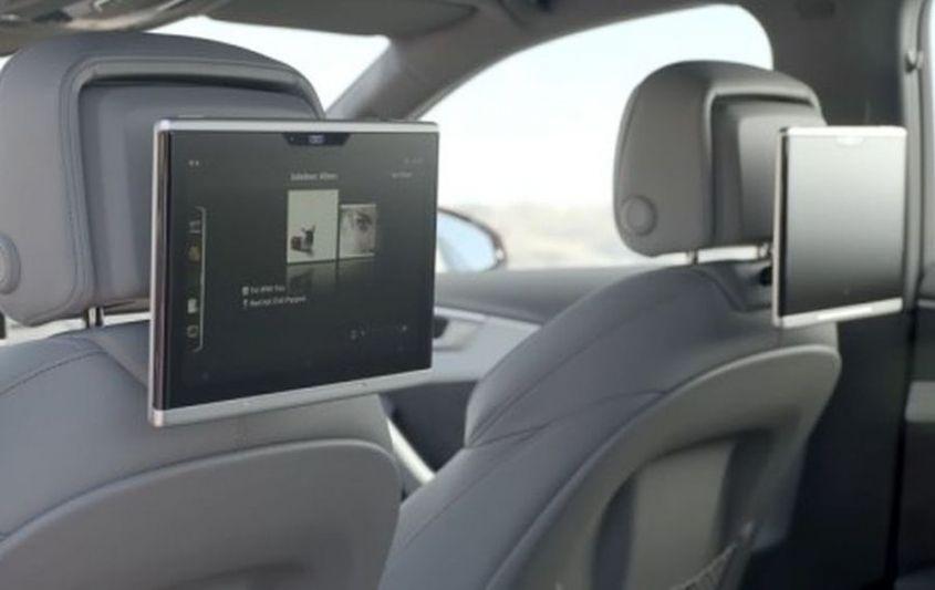 2017-audi-a4-tablet