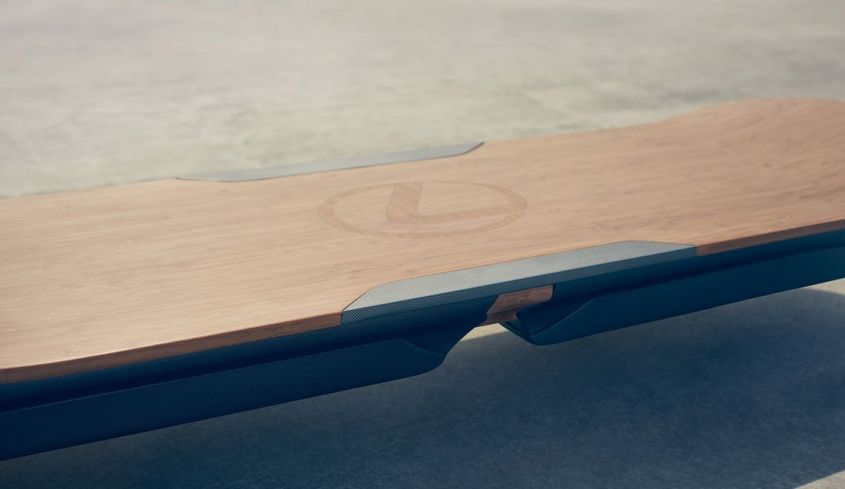 Ховерборд Lexus Slide отрывается от земли