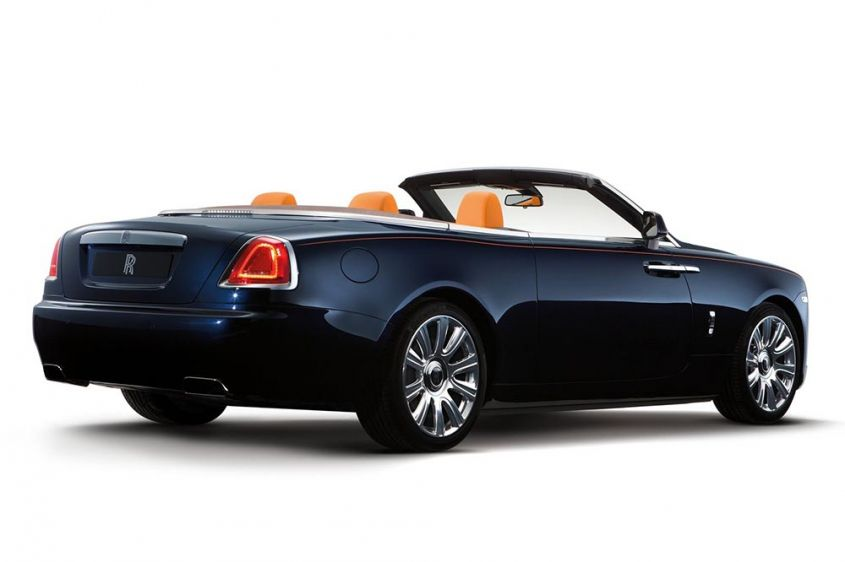 Rolls-Royce Dawn сзади