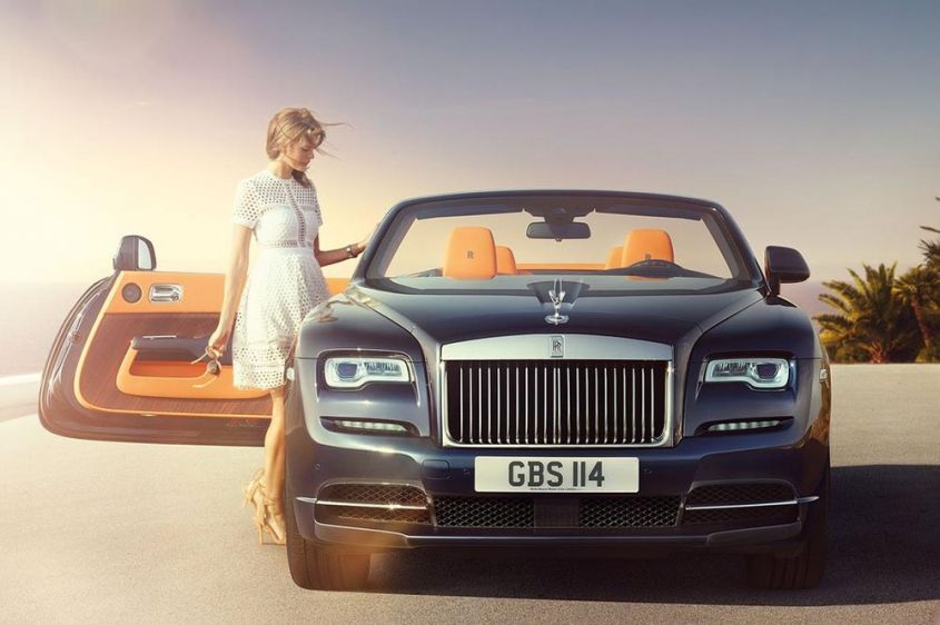 Rolls-Royce Dawn спереди