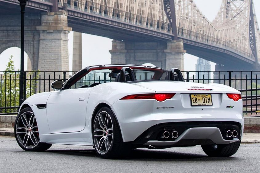 Jaguar F-Type 2015 сзади