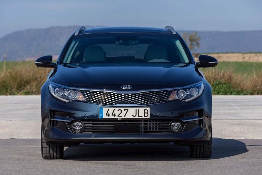 Kia Optima Sportswagon спереди
