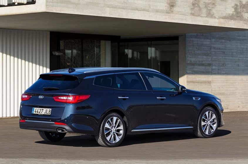 Kia Optima Sportswagon сзади