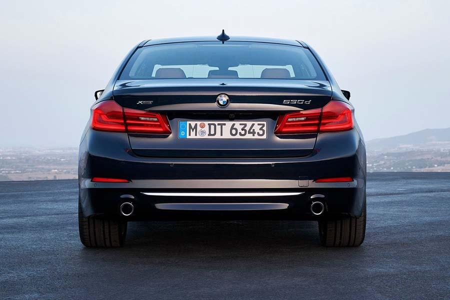Картинки по запросу BMW 5 Series сзади