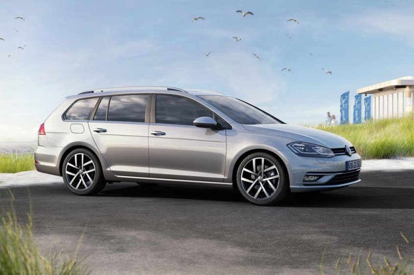 Volkswagen-Golf-универсал-2017 сбоку