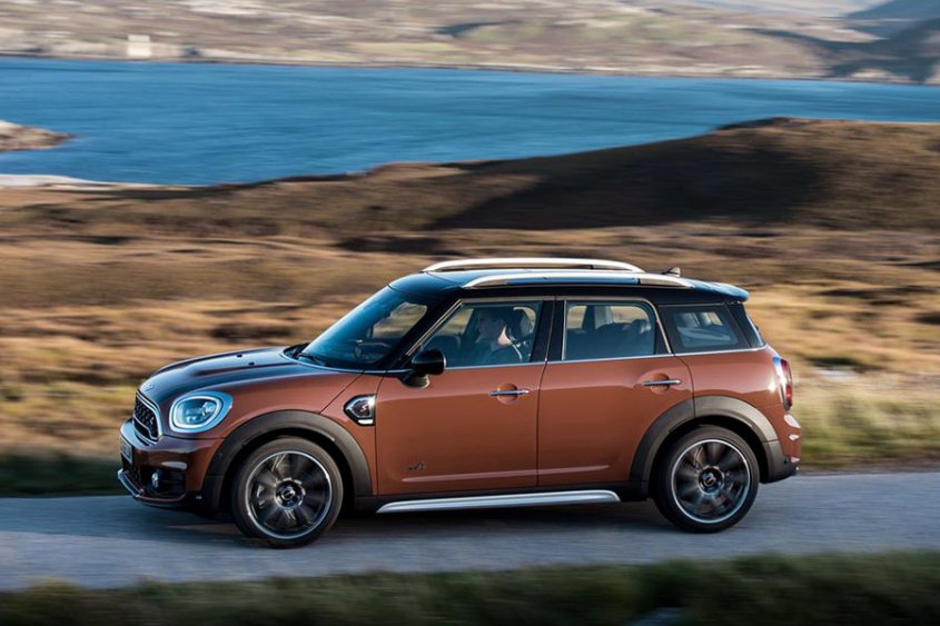 Mini Countryman 2017 сбоку
