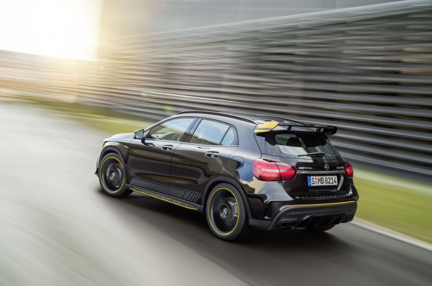Mercedes AMG GLA 45 4matic вид сзади