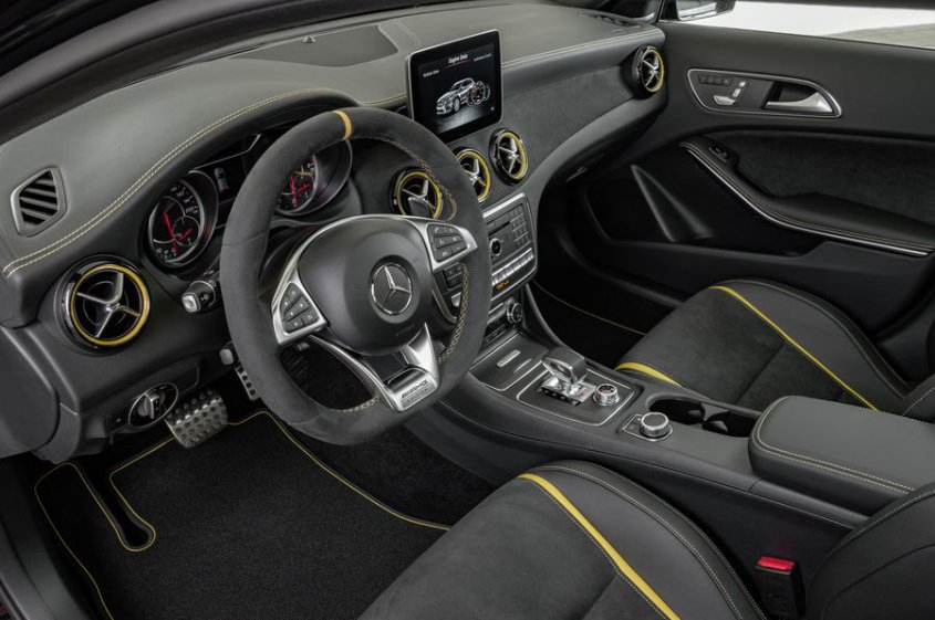 Mercedes AMG GLA 45 4matic интерьер