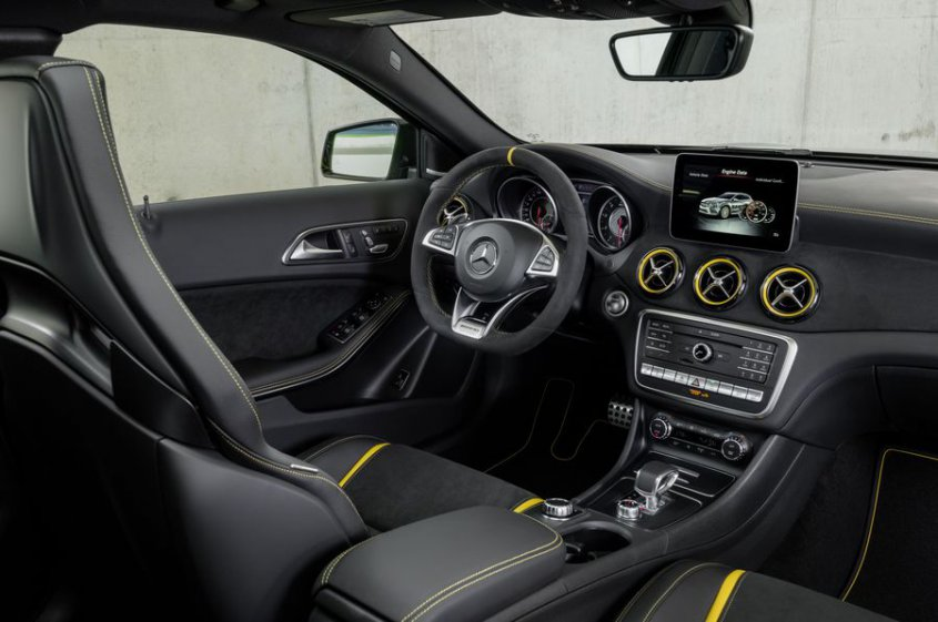 Mercedes AMG GLA 45 4matic салон